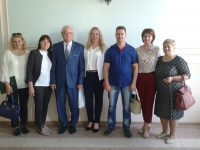 Directorul Alexandru Cojocaru cu echipa